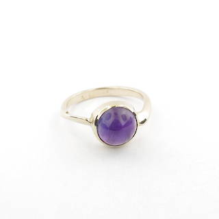 9ct yellow gold Lady's cabochan cut amethyst ring