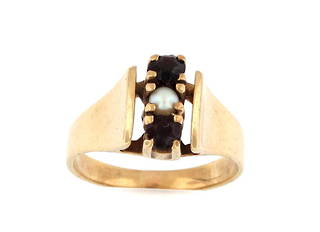 9ct yellow gold garnet and pearl dress ring