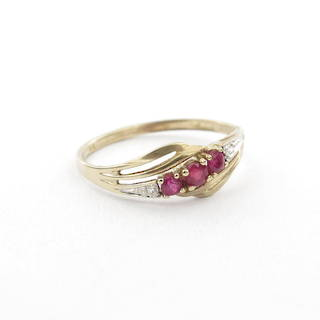 9ct yellow/white gold natural ruby and diamond set ring
