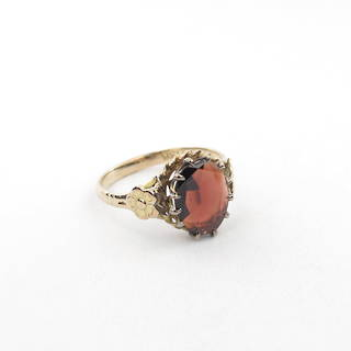 9ct yellow gold vintage garnet ring