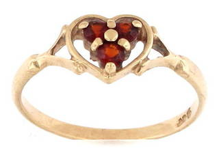 9ct yellow gold heart shaped garnet dress ring
