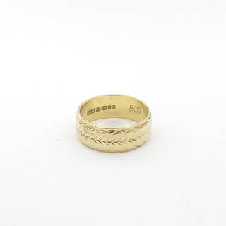 18ct yellow gold fancy wide band
