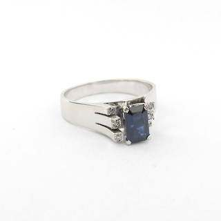 18ct white gold sapphire and diamond set fancy ring