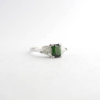 14ct white gold green tourmaline and diamond ring
