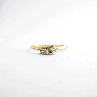 9ct yellow gold 3 stone diamond dress ring