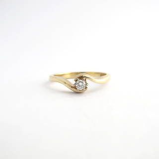 9ct yellow gold petite diamond solitaire ring
