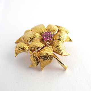 18ct yellow gold ruby flower motif brooch