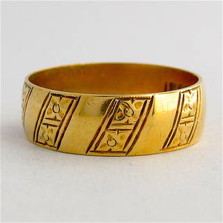 18ct yellow gold fancy vintage dress band