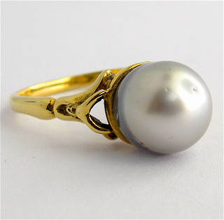 18ct yellow gold black pearl ring