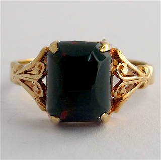 9ct yellow gold vintage bloodstone ring