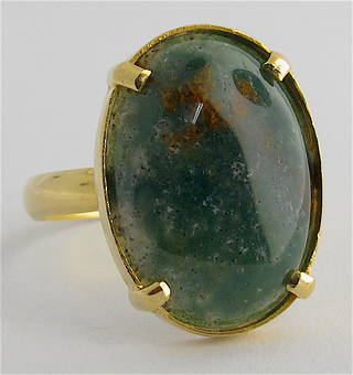 Lady's 18ct yellow gold moss agate stone ring