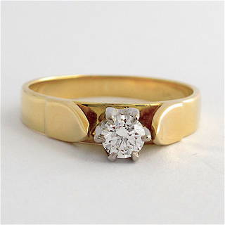 18ct yellow and white gold vintage diamond solitaire ring
