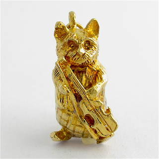 9ct yellow gold cat with a violin charm