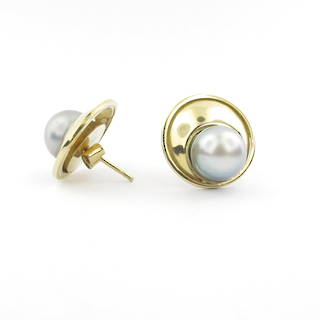 18ct yellow gold NEW black pearl earrings