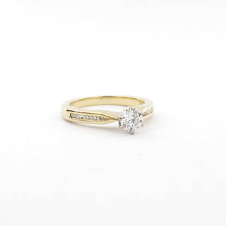 18ct yellow and white gold diamond solitaire ring with shoulder diamonds