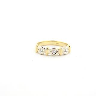 18ct yellow gold 3 stone diamond set ring