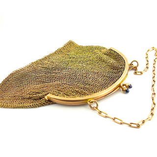 9ct gold early 1900's mesh purse with cabochon sapphire clasp detail