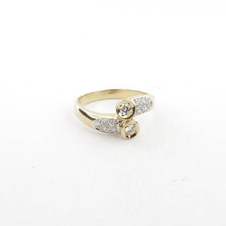 14ct yellow and white gold crossover diamond set ring