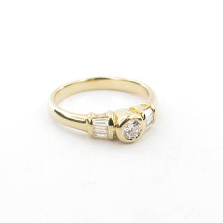 18ct yellow gold multi-diamond solitaire ring