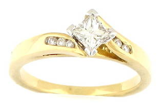 18ct yellow gold solitaire with 6 x diamond shoulders