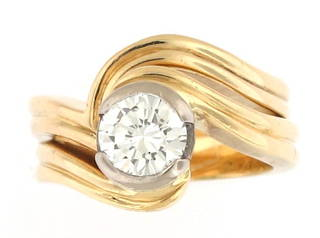 18ct yellow and whtie gold diamond solitaire ring set