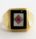 9ct yellow gold onyx, mother of pearl and synthetic ruby ring