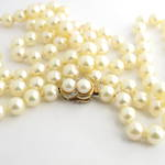 Single strand cultured pearl necklace with 14ct yellow gold pearl and diamond clasp