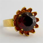 9ct yellow gold and garnet 'flower design' dress ring