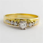 18ct yellow & white gold vintage diamond solitaire ring with shoulder diamonds