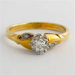 Vintage style 18ct/plat diamond solitaire with shoulder diamonds