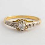 18ct yellow gold and platinum antique diamond solitaire with patterned shoulders