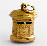 9ct yellow gold postbox charm