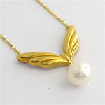 18ct yellow gold Mikimoto pearl pendant