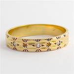 9ct yellow gold engraved diamond set band
