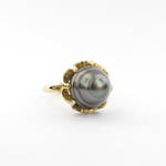18ct yellow gold NEW black pearl ring