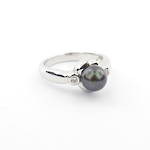 18ct white gold black pearl and diamond set ring