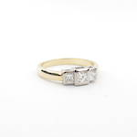 18ct yellow and white gold princess cut 3 x diamond set ring